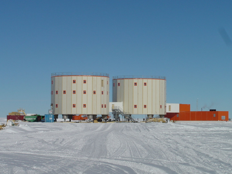 base scientifique de DÖME-C sur le continent Antarctique