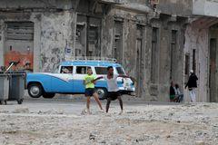 Basebal auf den Straßen Havannas