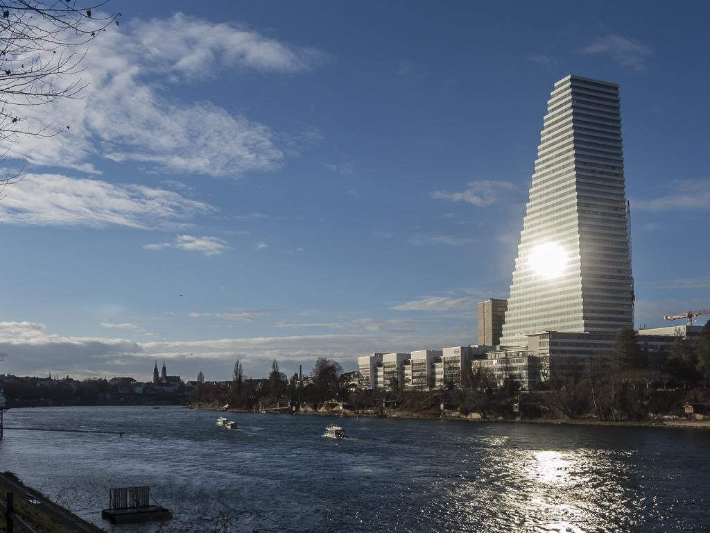 Basel - Roche-Turm als Sonnenspiegel