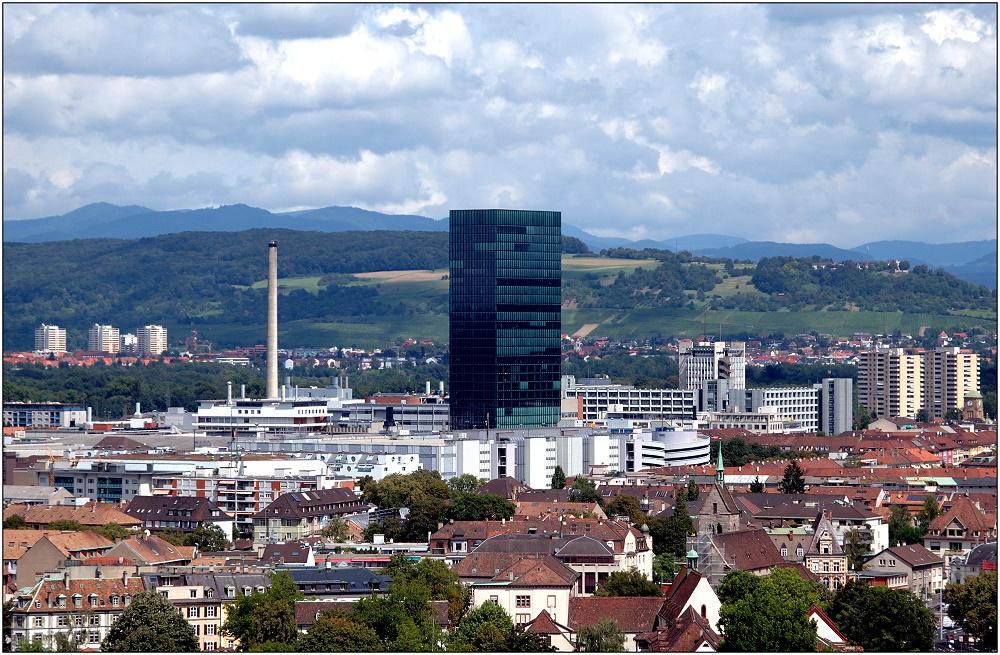 ... Baselblick mit mittigem Messeturm ...