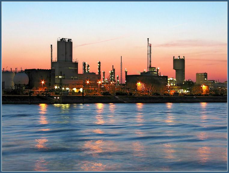 BASF nach Sonnenuntergang