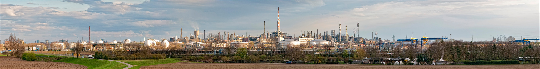 BASF - Überblick von der A6 aus (bei Tag)