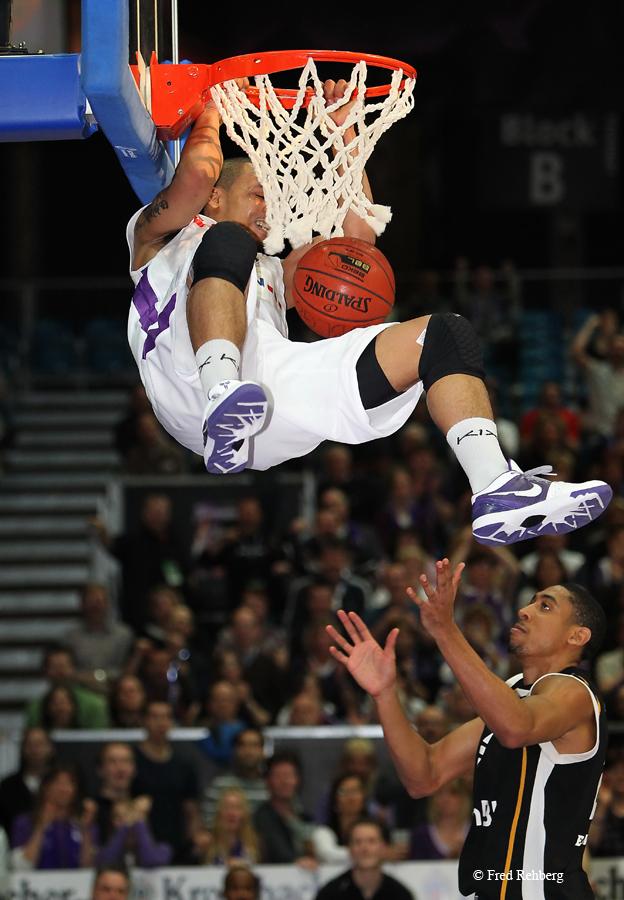 Basketball Bundesliga - ... dunking