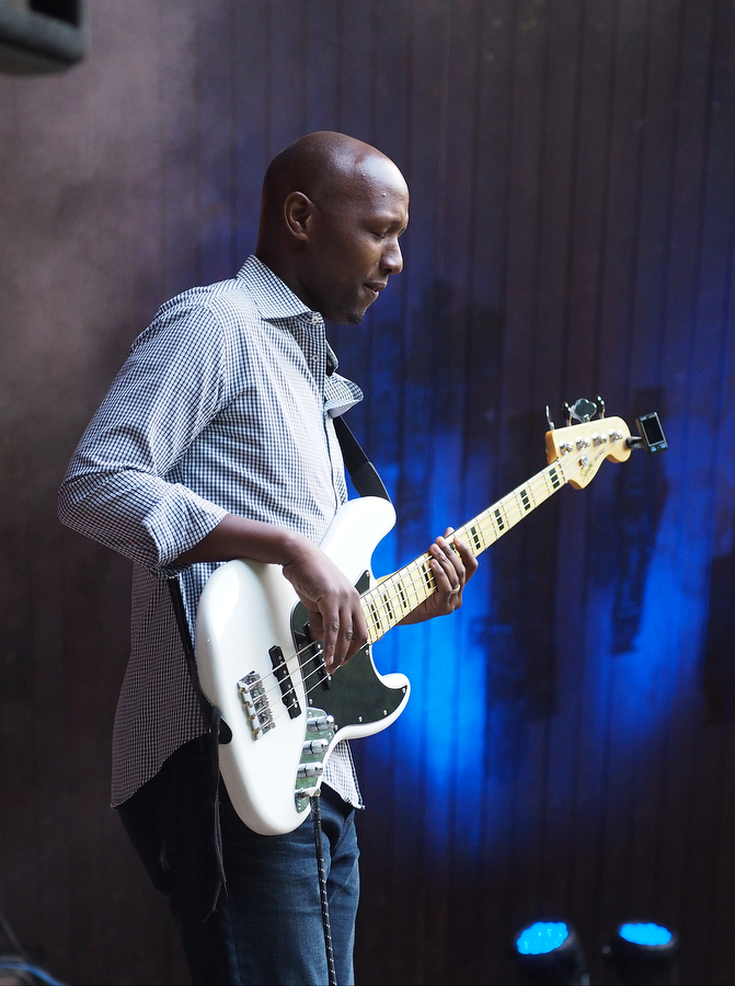 Bass mit Hingabe