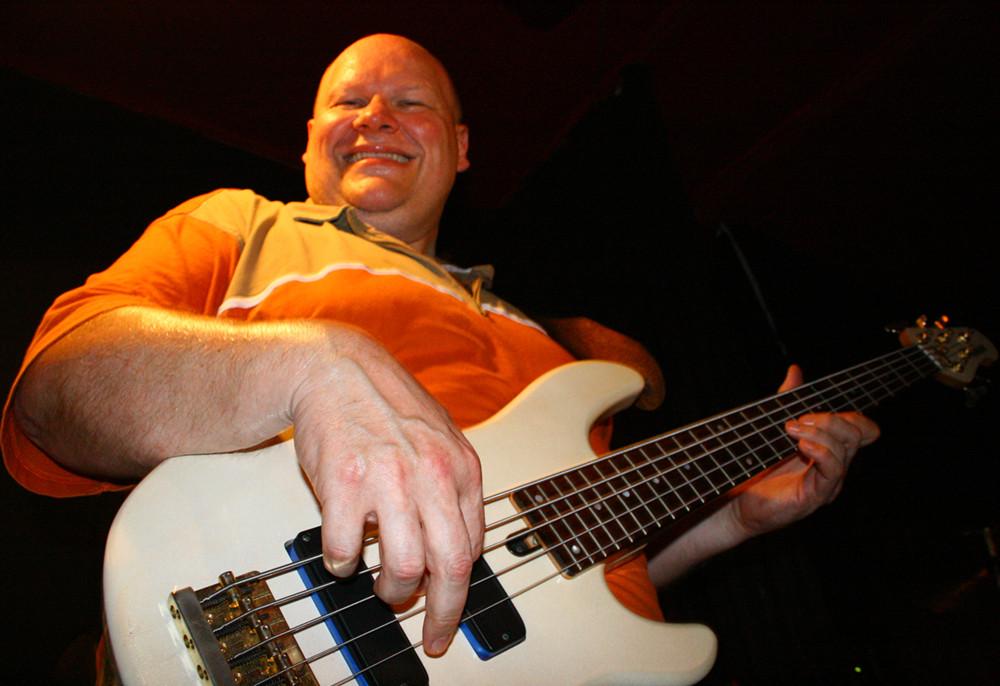Bass spielen macht glücklich