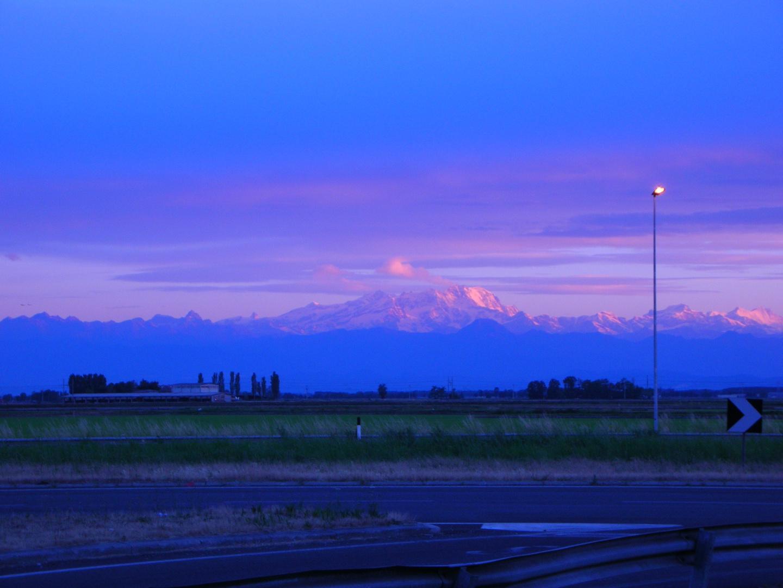 basso Novarese alba sul Monte Rosa