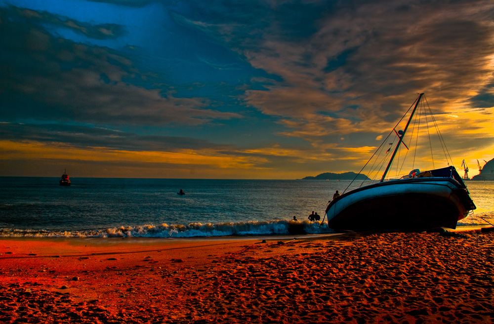 bateau échoué sur la plage