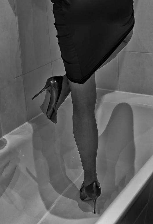 bathtub.dancing