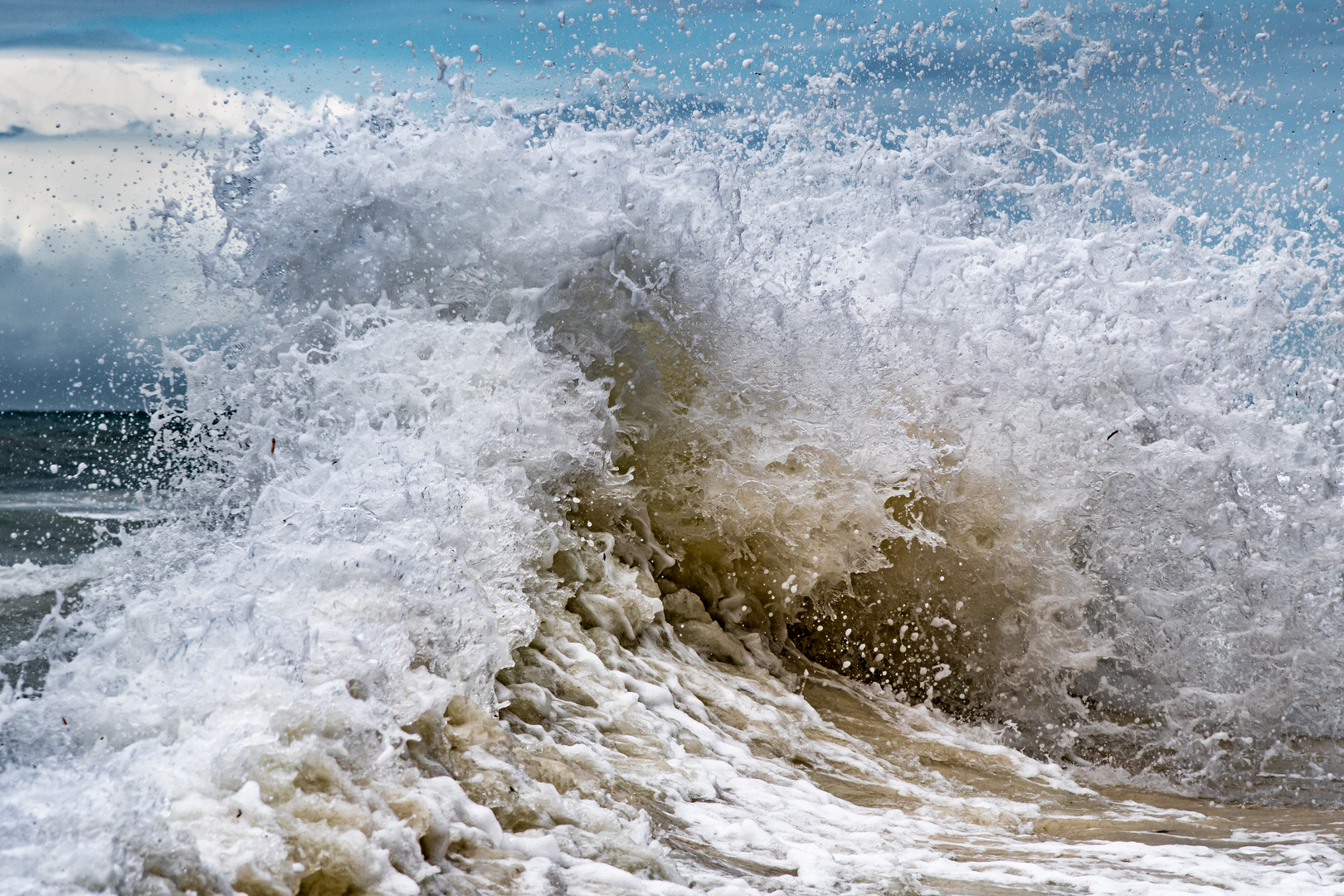 Battle of the gigantic waves