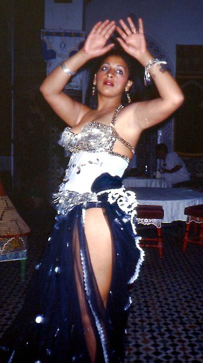 Bauchtänzerin in Agadir ( Marokko ) .... ein Scan vom Dia ... vom Archiv !