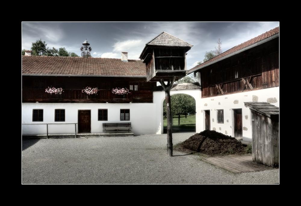 Bauernhausmuseum in Amerang / Taubenschlag im Hof