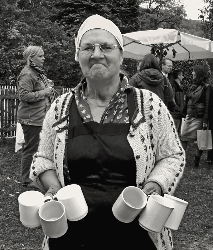 Bauersfrau auf dem Altweibersommer-Markt!