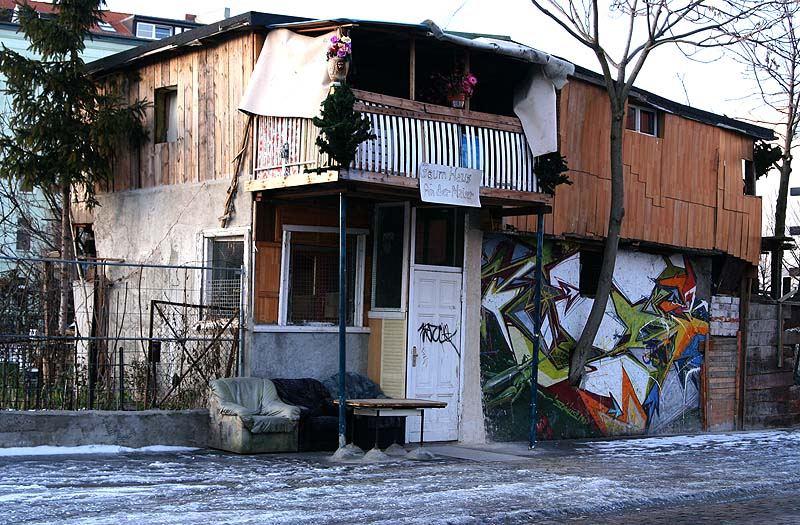 baumhaus an der mauer foto bild deutschland europe berlin bilder auf fotocommunity. Black Bedroom Furniture Sets. Home Design Ideas