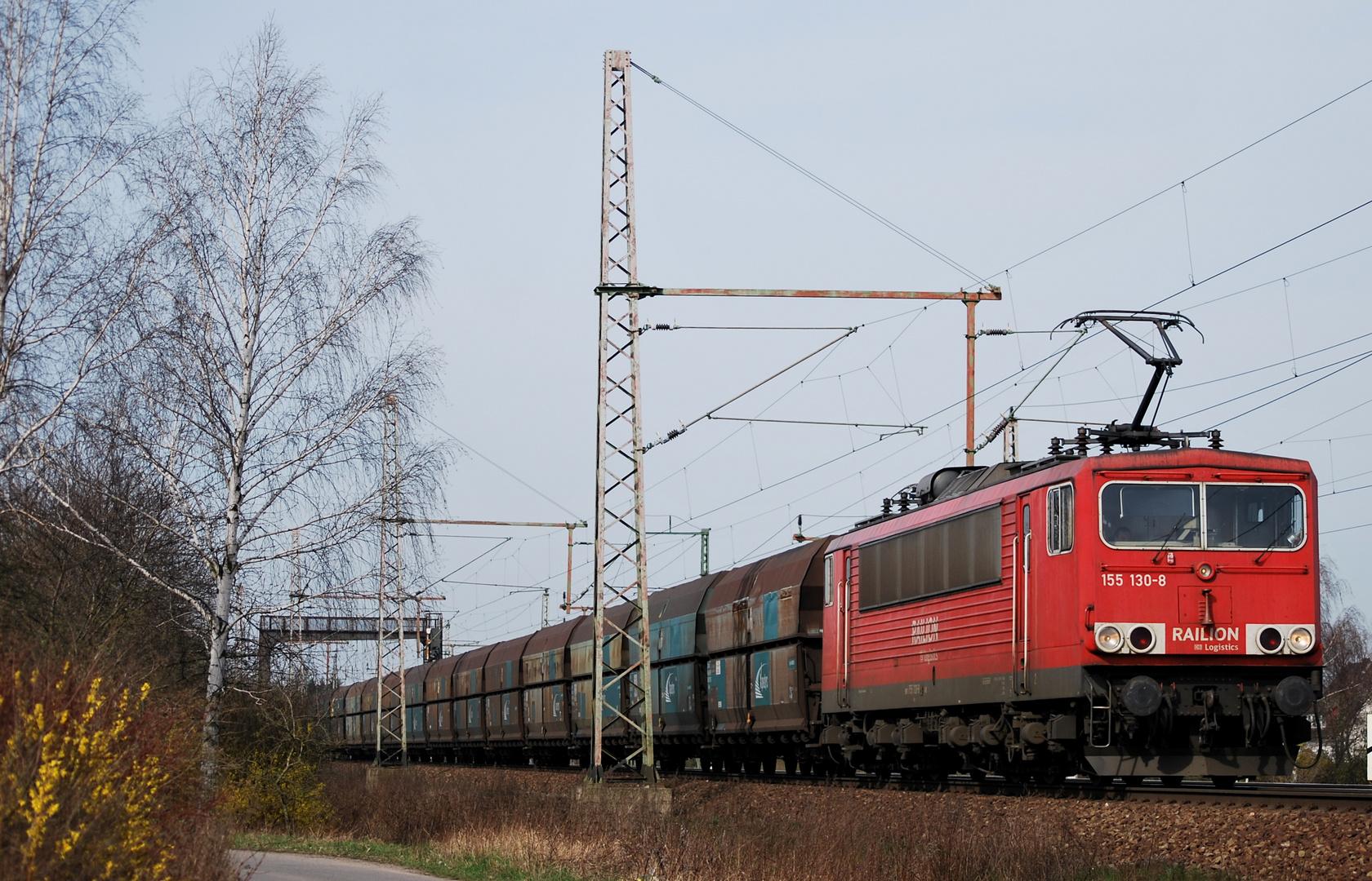 Baureihe 155 mit einem Kohlezug am Sportplatz Dedensen Gümmer