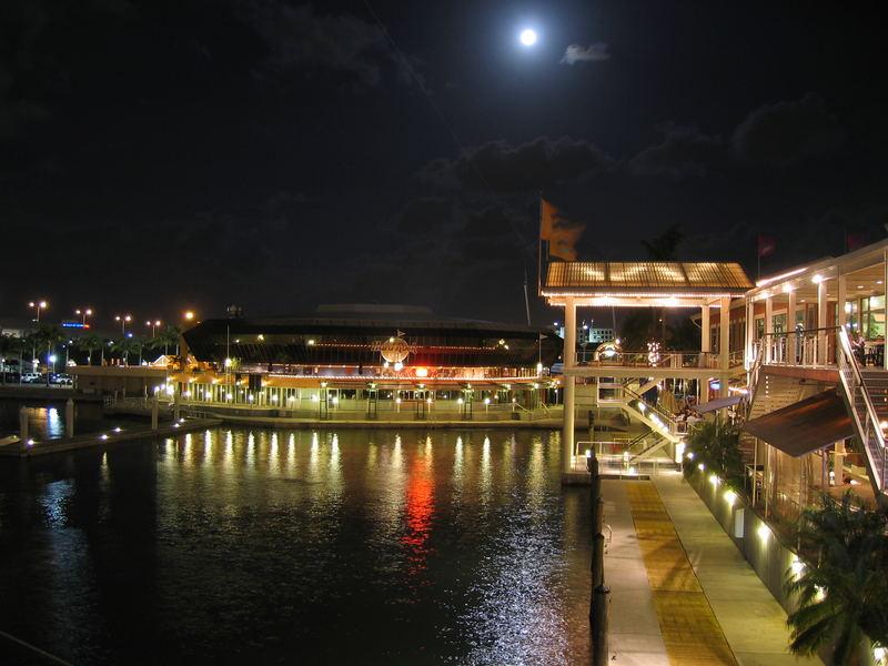 Bayfrontpark at Night