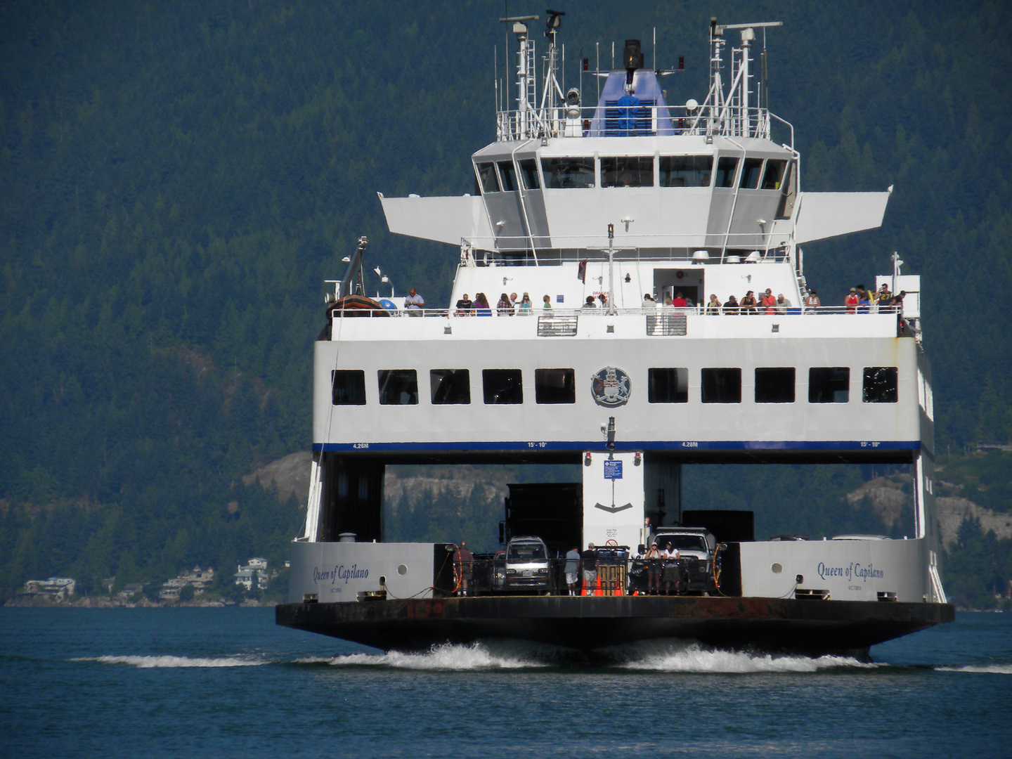 BC FERRY ARRIVING AT BOWEN ISLAND.