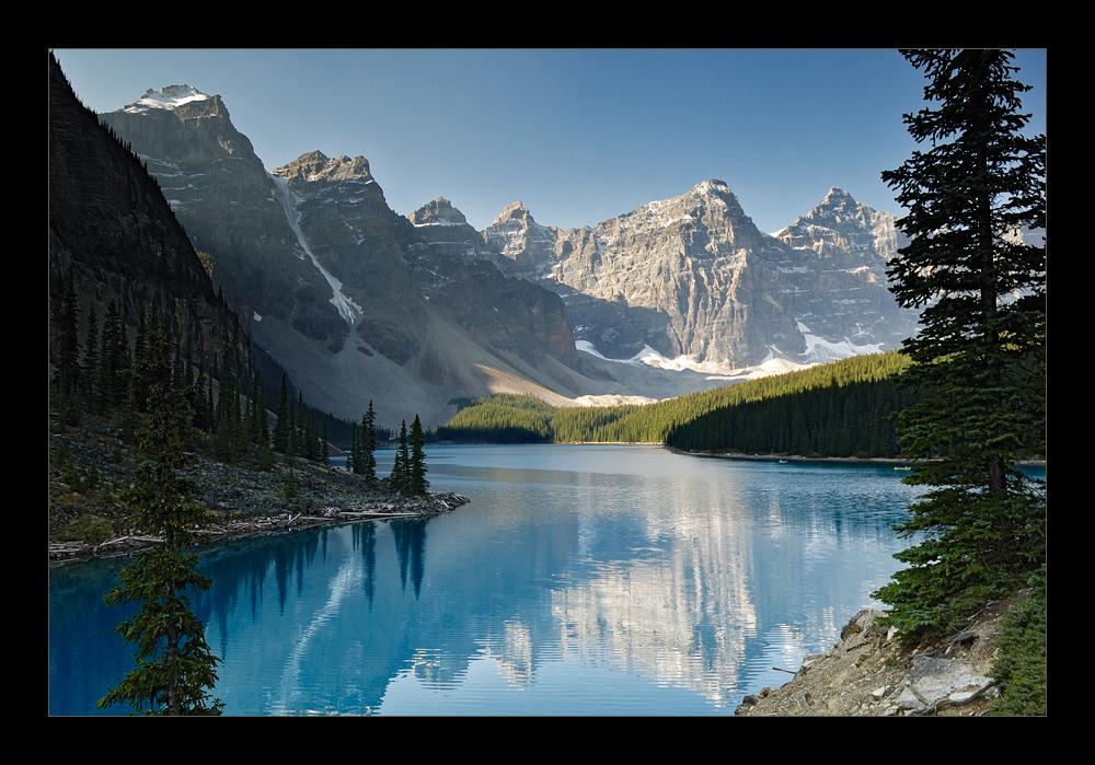 [ Beautiful Moraine Lake ]