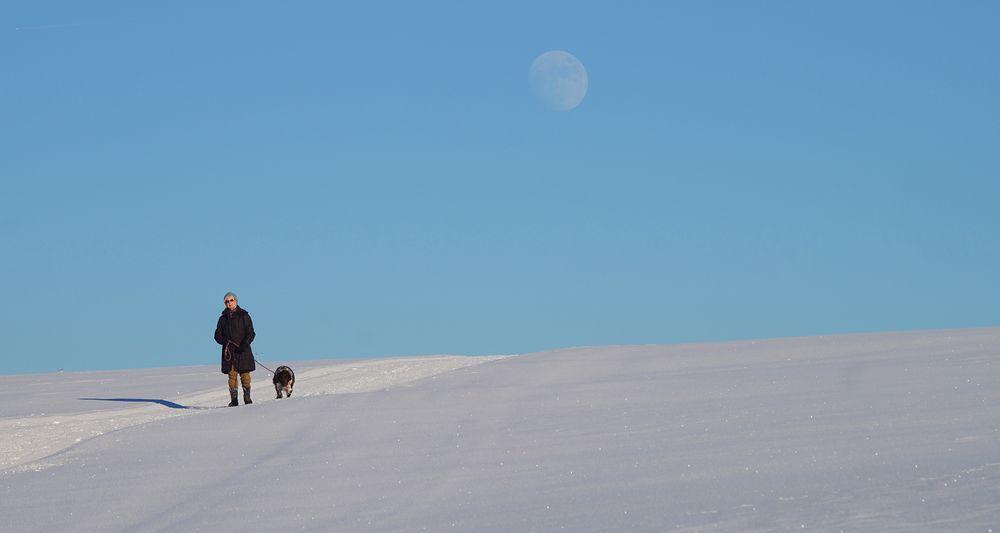 Begegnung auf dem Winterwanderweg