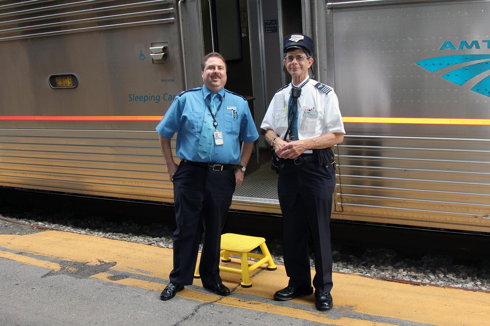 Begleitpersonal in Uniform der Amtrak RR, Harpers Ferry,West Virginia, USA