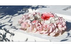 . . . begraben auf santorin [6] . . . kränze aus rosen . . .