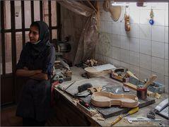 Bei den Geigenbauerinnen in Yazd