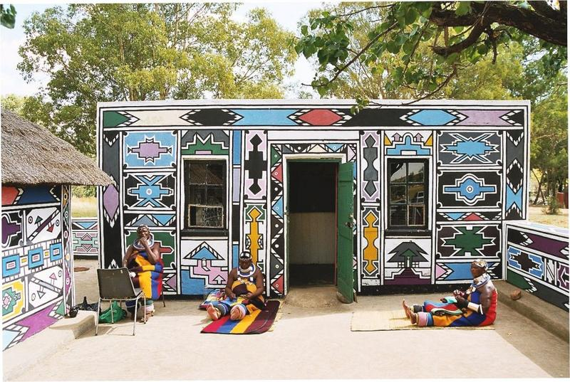 Bei den malenden Ndebele Frauen