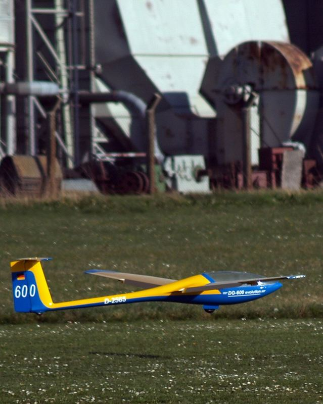 Bei den Modellsegelfliegern  II
