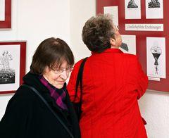 Bei einer Ausstellung 6