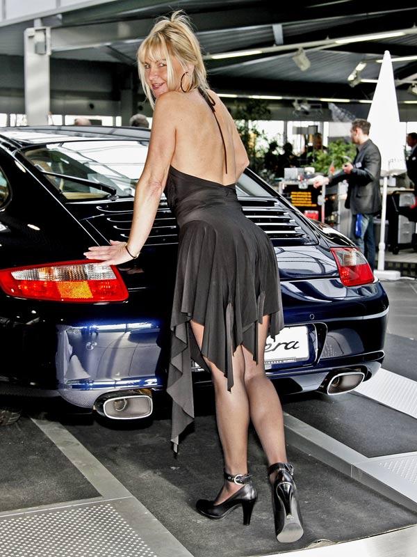 Bei einer Porsche-Promotion