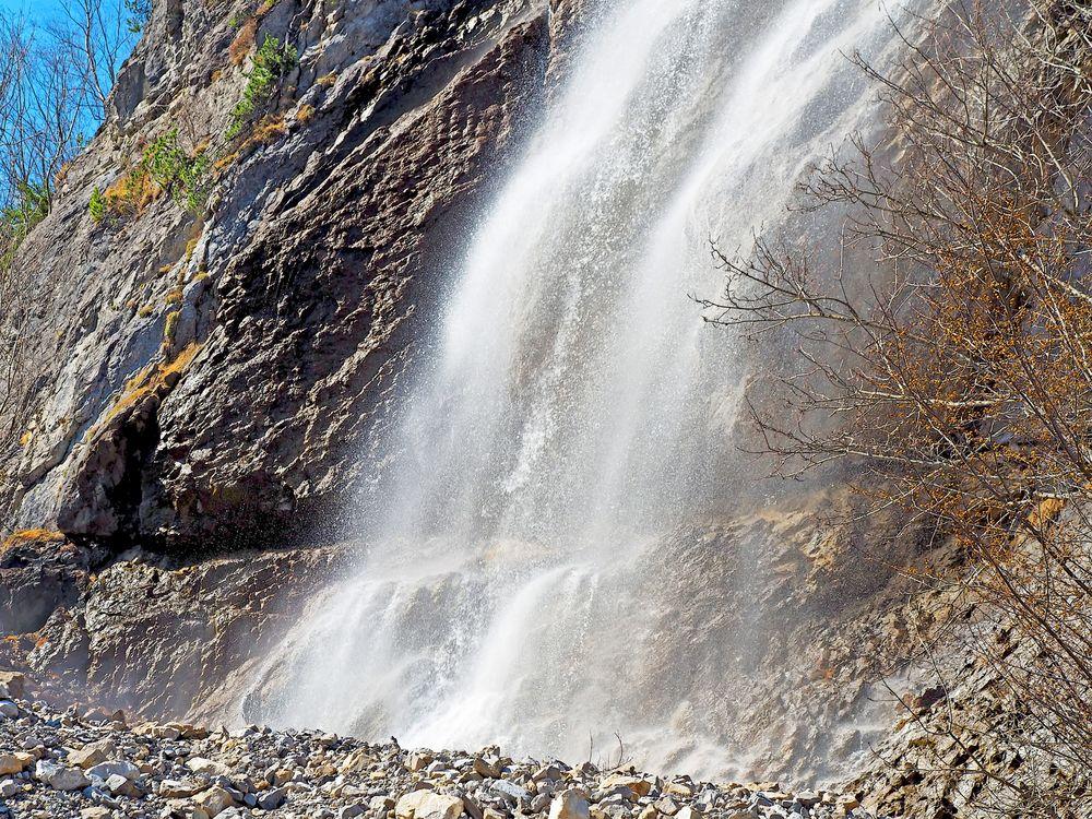 Bei meinem beliebten Wasserfall in Kandersteg (Golitschen). - Une chute d'eau que j'aime...