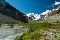 Bei Morteratsch_im Hintergrund der Morteratsch-Gletscher