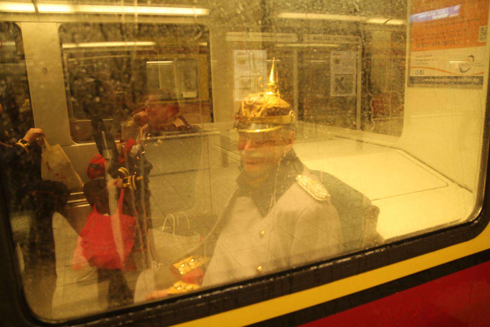 Bei Regen fährt der Kaiser S-Bahn
