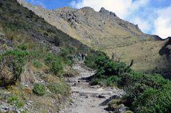 Beim Aufstieg zum Pass Warmiwanusqua auf dem Inka-Trail