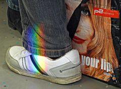 Beim Shopping wird alles gern in Regenbogenfarben gezeigt