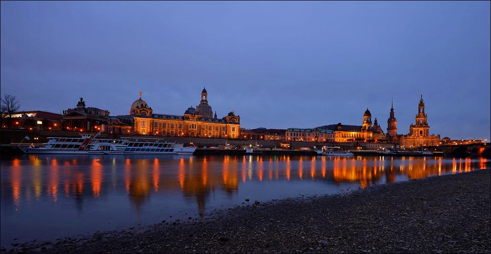 Beim Spaziergang an der Elbe ...,
