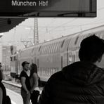 Beim Warten [Bahnraum Augsburg]