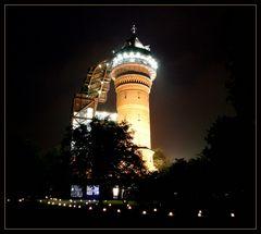 beleuchteter Wasserturm in Mülheim...