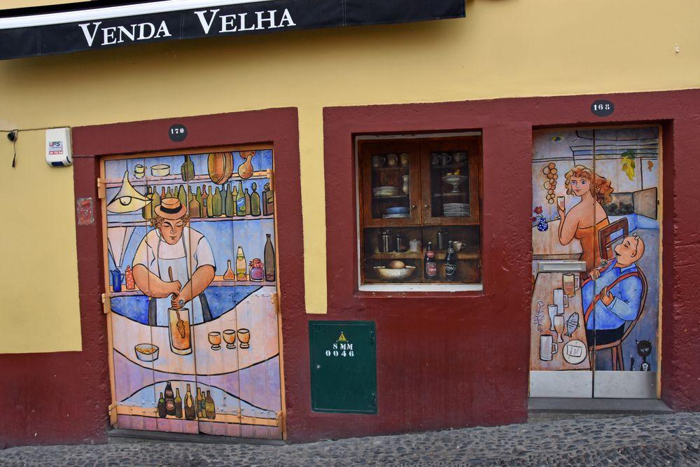 Bemalte Türen in Funchal auf Madeira (1)