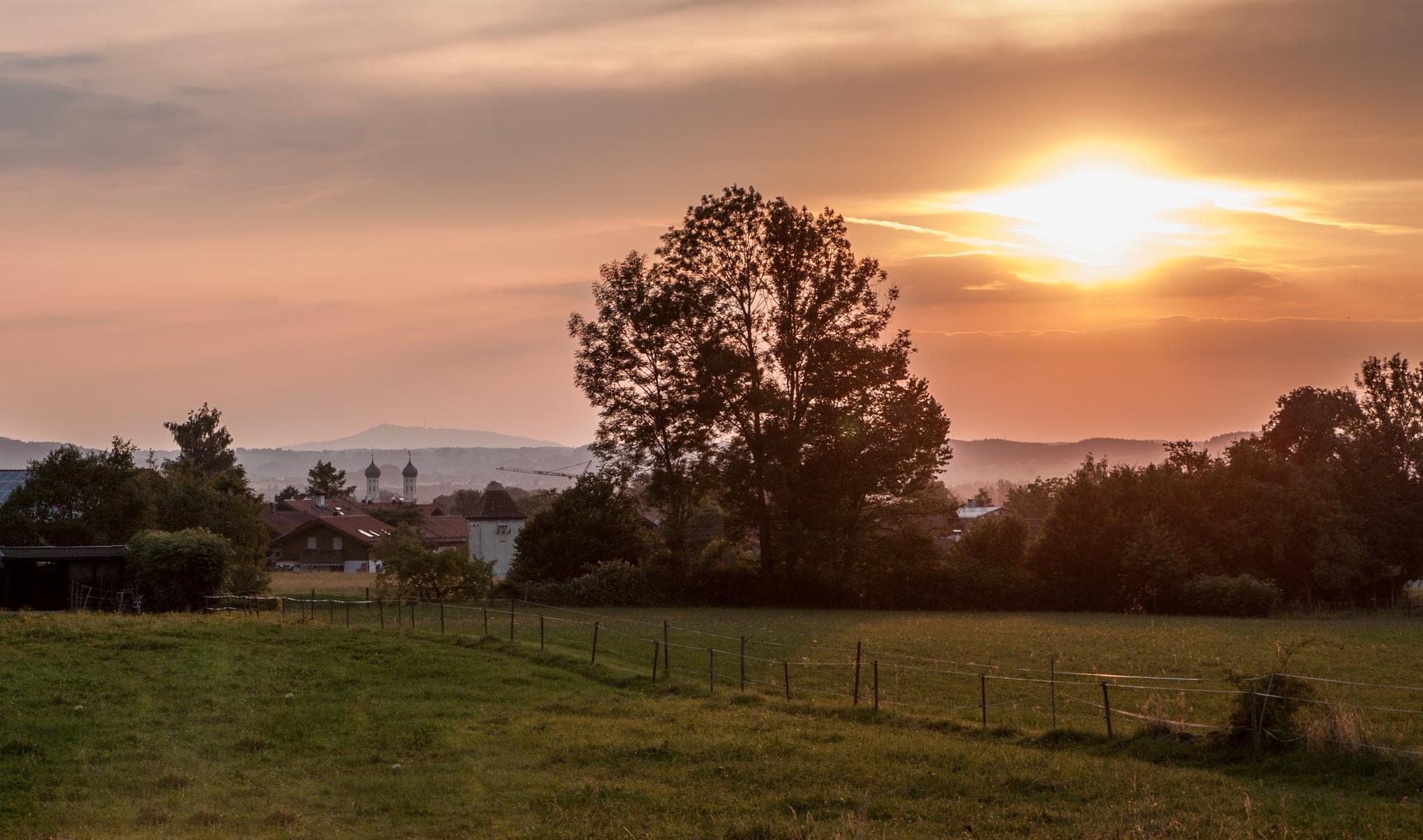 Benediktbeuern im Sonnenuntergang