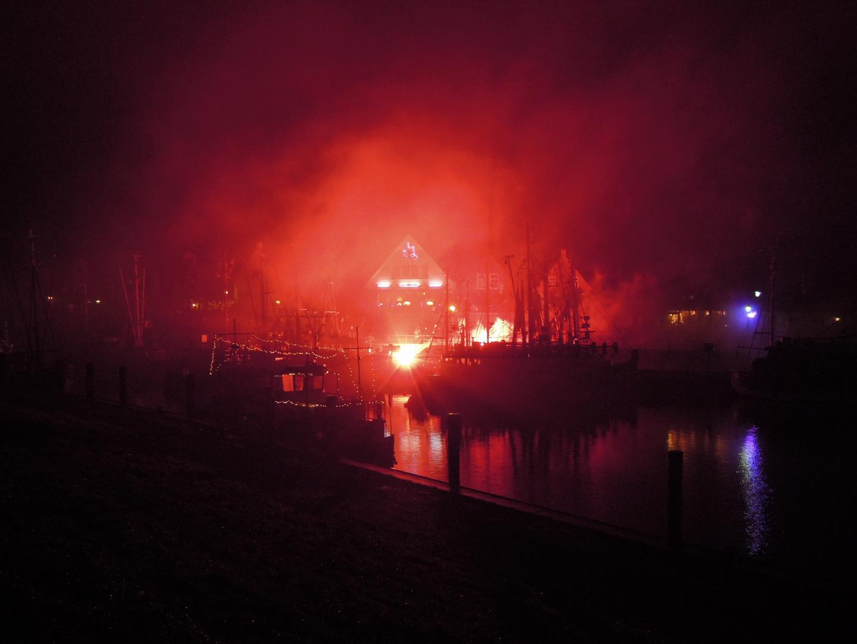 Bengalisches Feuer im Nebel