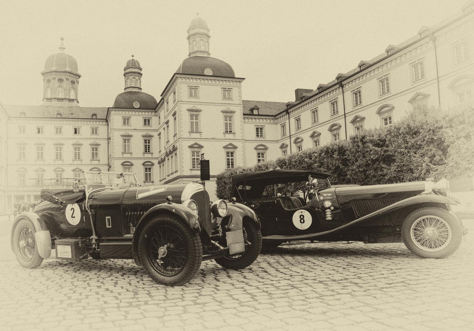 Bentley und Lagonda vor Schloss Bensberg