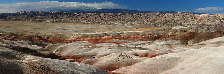 Bentonite Hills - Colorful Country