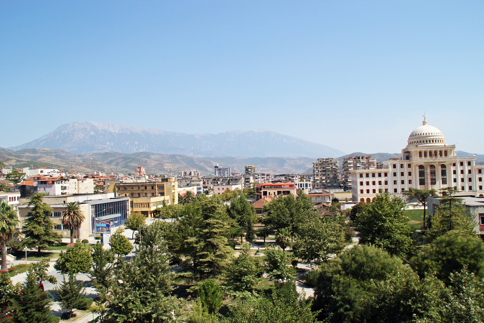 Berat / Albanien: Blick aus dem Hotelfenster auf die Stadt