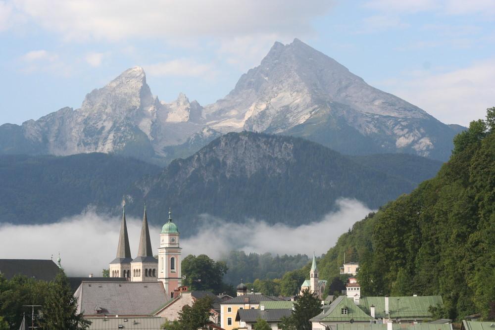 Berchtesgaden mit Watzmann ( 2713 m )