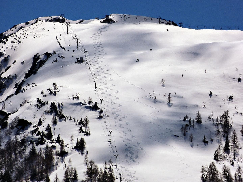 Berg und Schnee