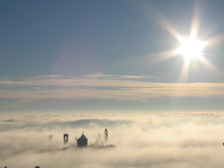 Bergamo in un mare di Nebbia . . .