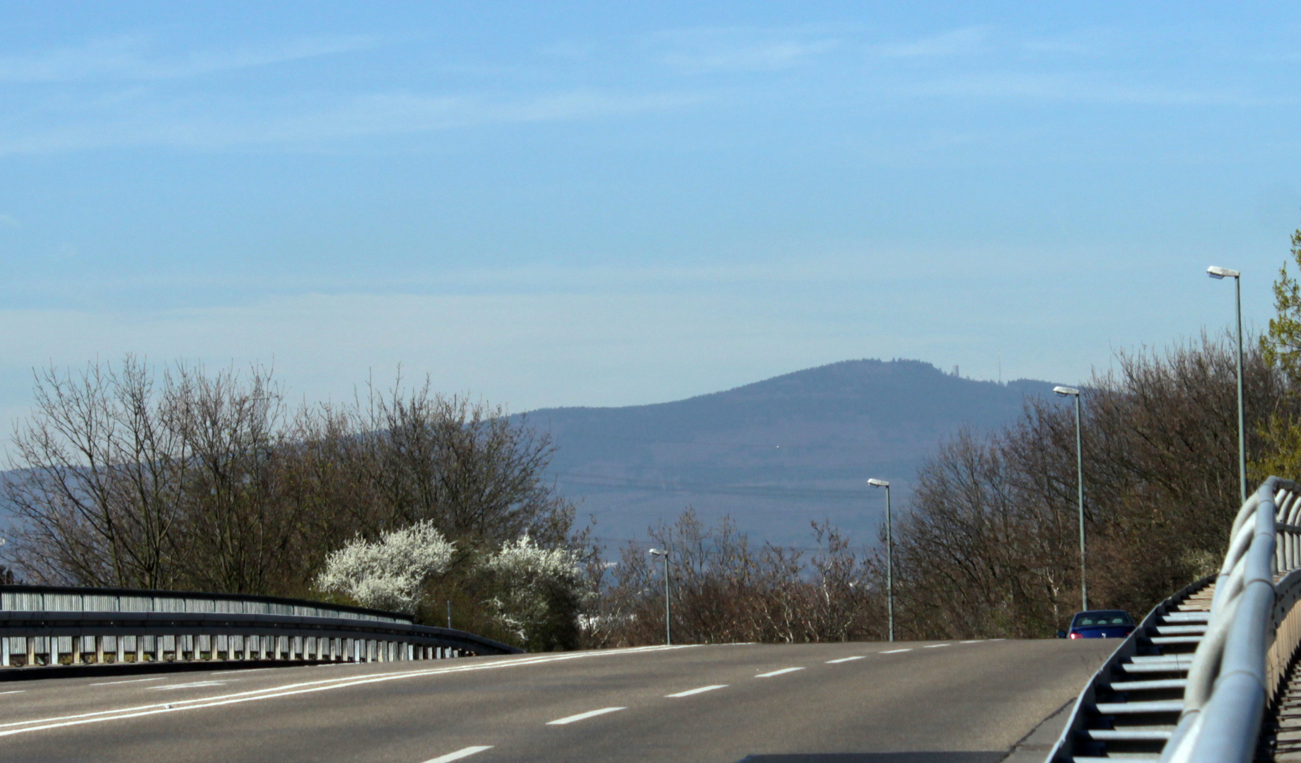 Bergauf-Bergab - mit Blick zu den Großen Feldberg