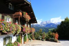 Bergdoktorhaus mit Ausblick