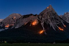 Berge in Flammen II ...