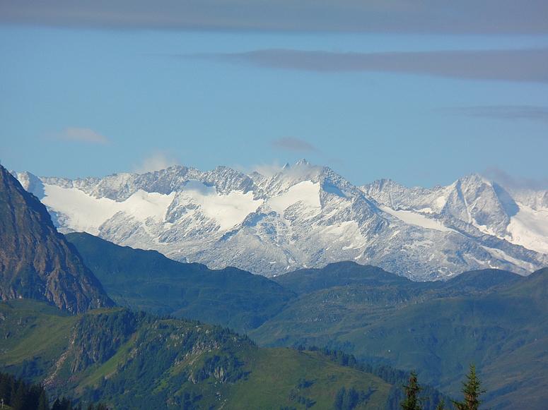 Berge mit Schnee im Sommer!